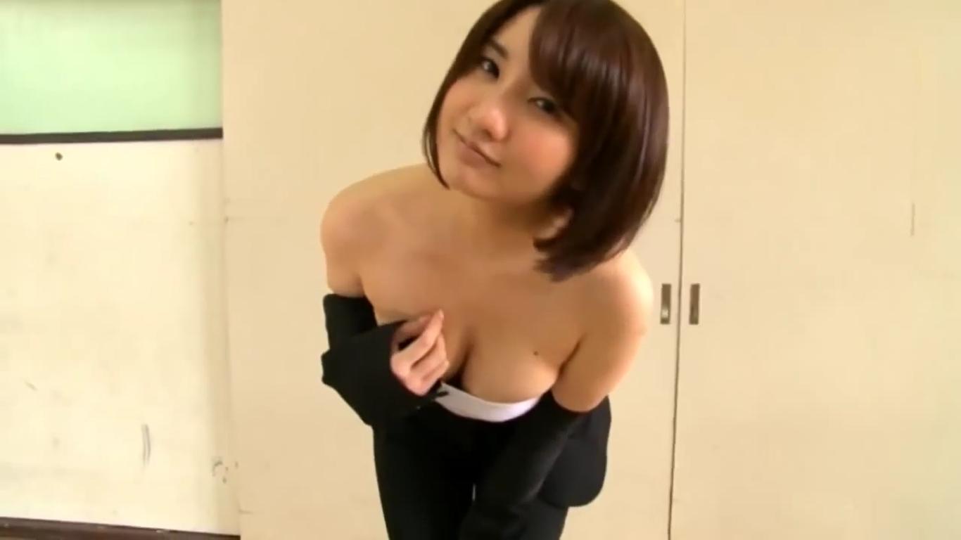 無【尾崎ナナ】Gカップ スーツ美女が奥の部屋に連れ込んで大胆に