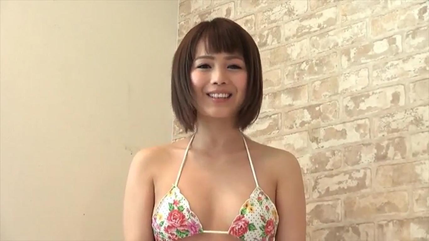 【沢辺りおん】Eカップ 花柄紐パンビキニと自己紹介