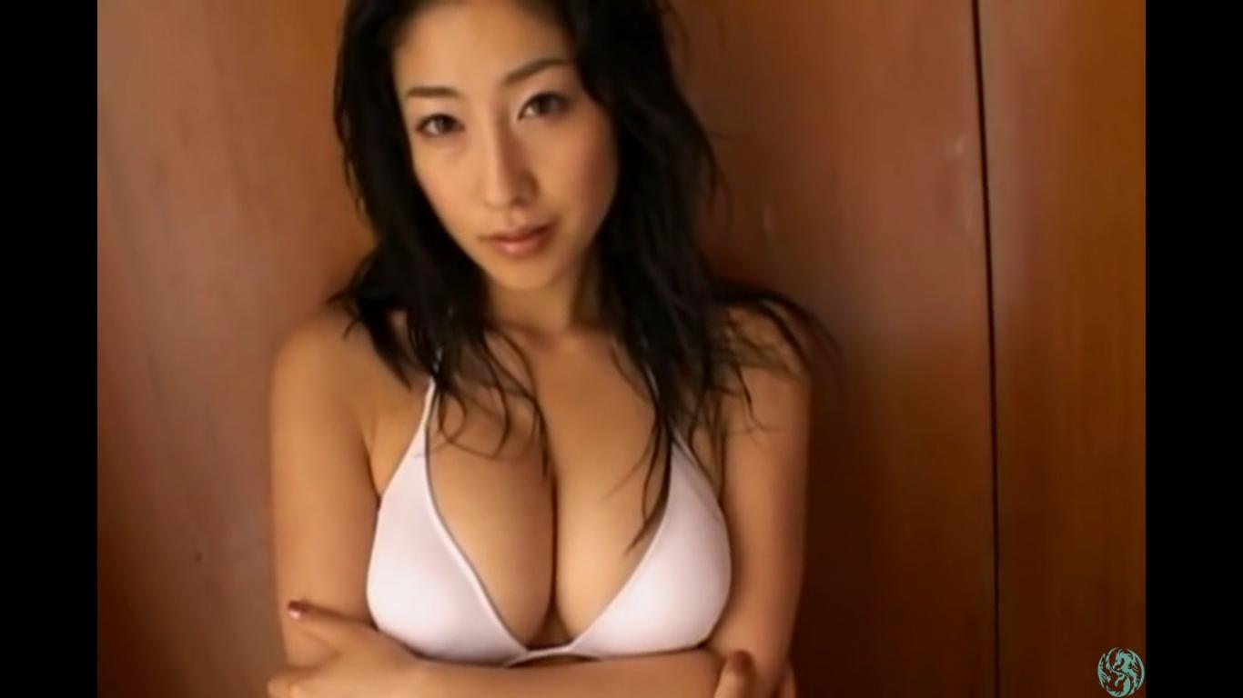 【佐藤寛子】Fカップ 大人のお姉さんが白ビキニ美BODYを披露