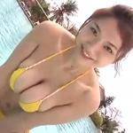 【相澤仁美】Iカップ2 黄色ビキニとプール