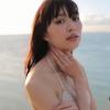【内田理央】-カップ4 はみ出したお尻と夕暮れ時のセクシーさ