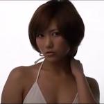 無【宮澤佐江】Bカップ 白ビキニと黒ビキニのコントラスト