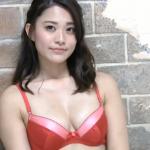 【西村麻依】-カップ2 淡い黄色ビキニとサテン赤ビキニ
