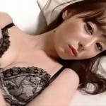 無【秋山莉奈】Aカップ5 セクシーランジェリー姿でお尻を強調するポーズ