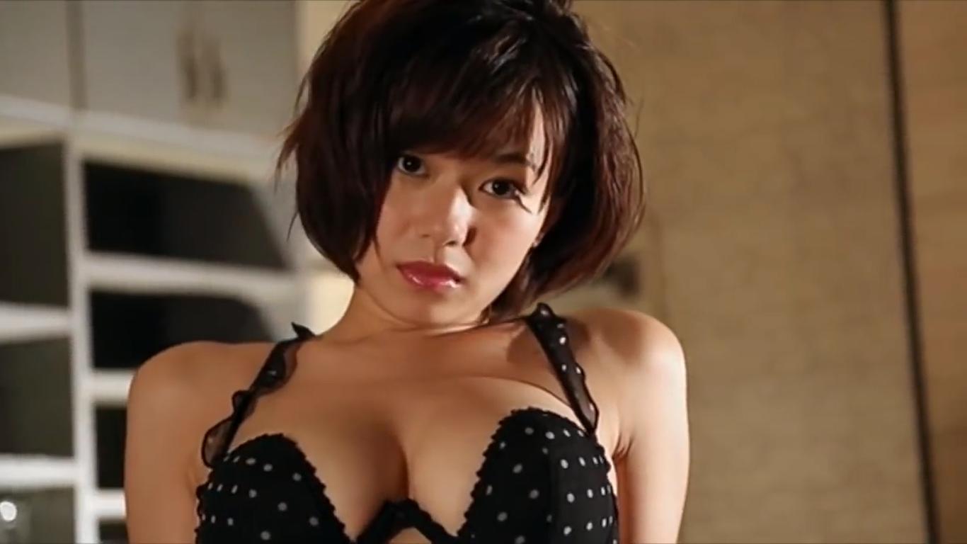 無【和地つかさ】Hカップ7 ロリ顔美女が極上BODYをセクシー衣装で大胆露出