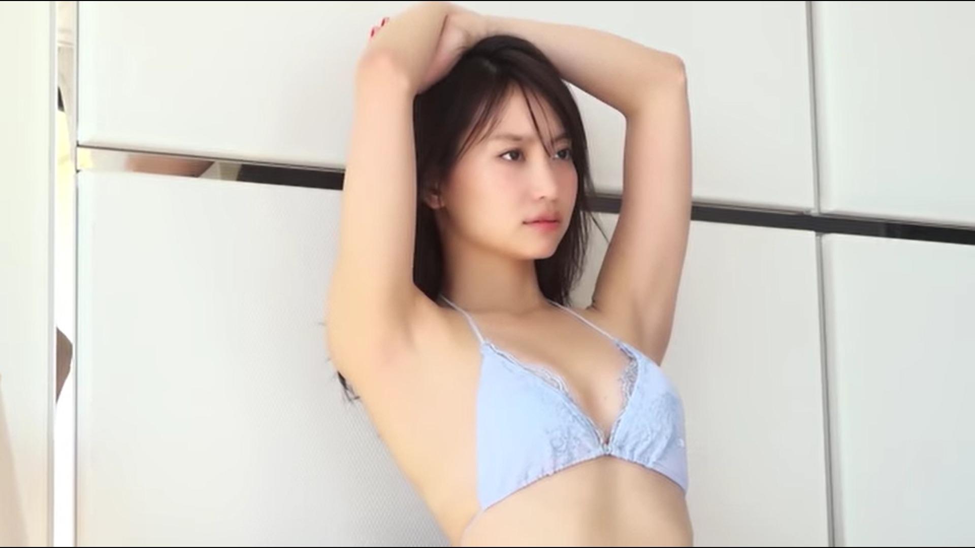 【永尾まりや】-カップ5 ほんのり濡れ髪姿でブラの肩ひもをおろしてセクシーポーズ!