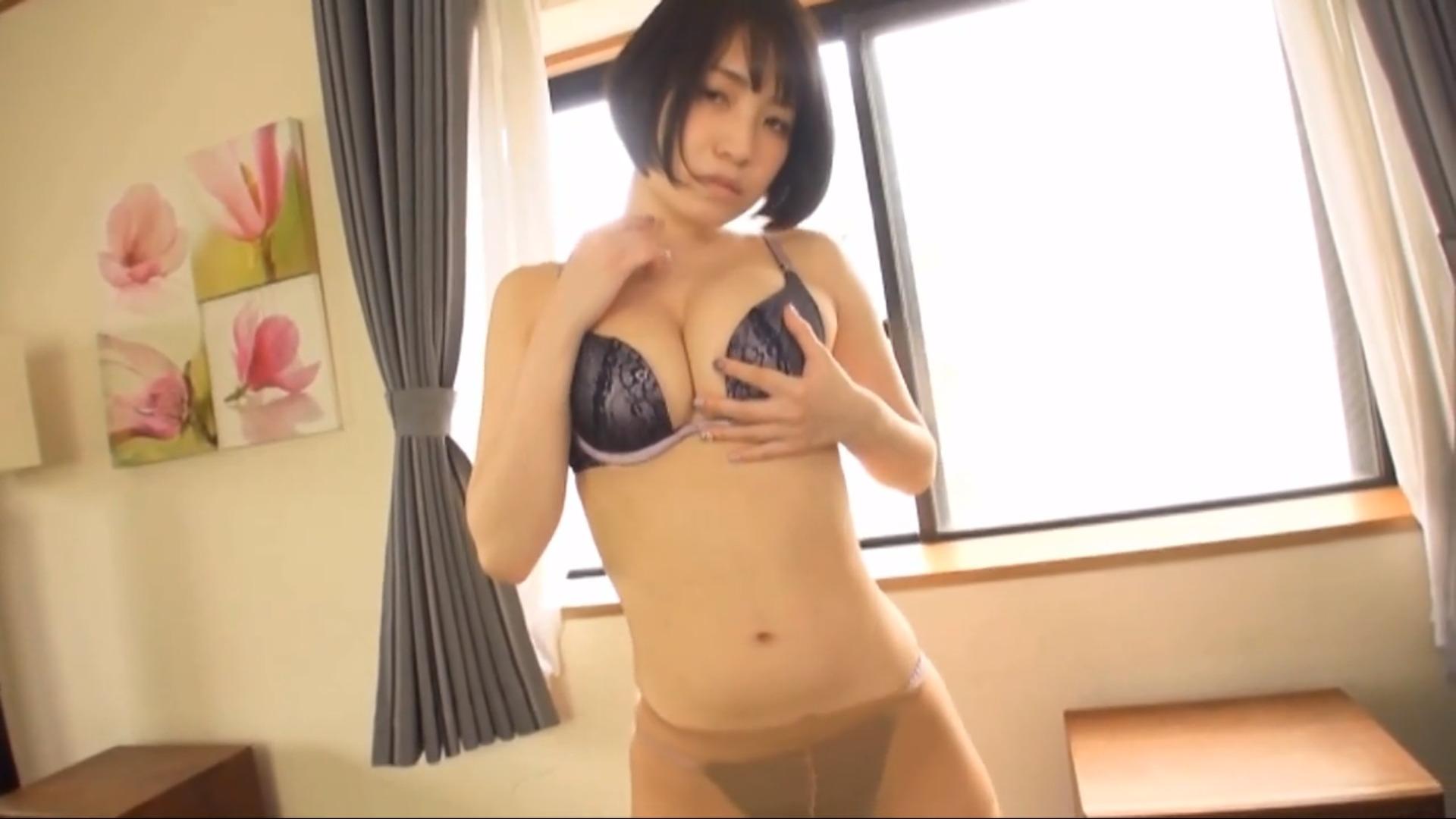 【大崎由希】Fカップ4 セクシー服脱ぎシーン!太ももや胸元を濡らされちゃう!