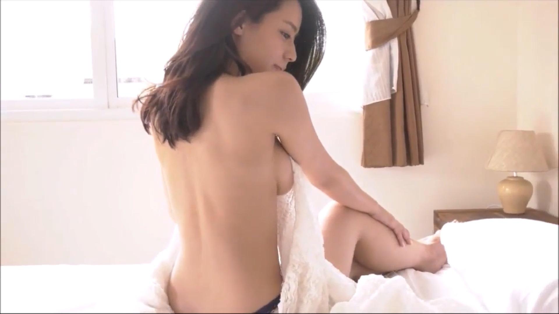 【小瀬田麻由】Fカップ14 ありがたや!横乳をたっぷり披露!美しい背中も!