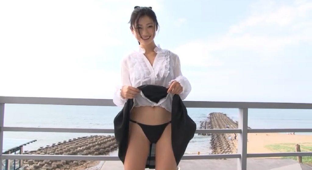 無【壇蜜】Eカップ4 一見清楚な服装で!スカートをたくし上げ下着を露出!そういうプレイ!?
