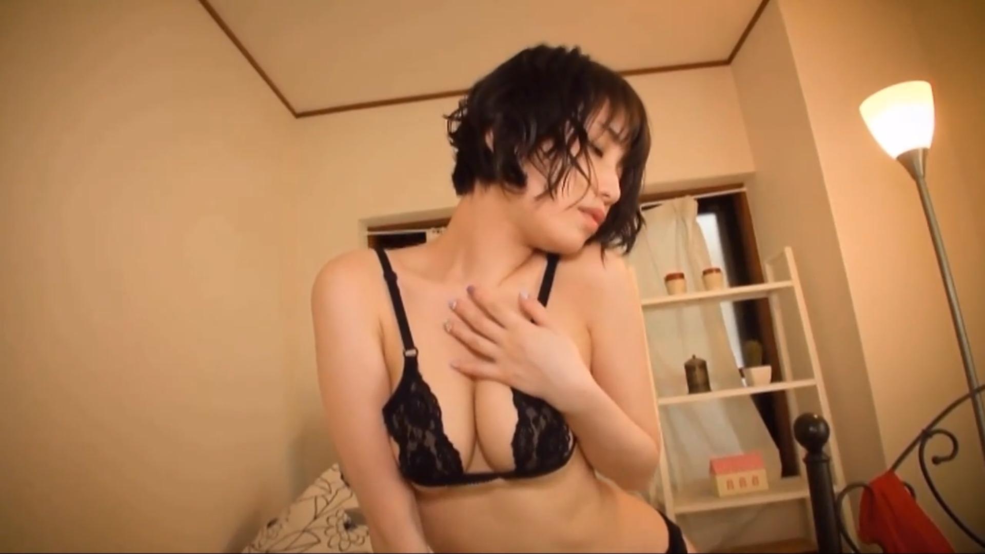 【大崎由希】Fカップ6 イメージビデオの域超えちゃってる!?手ブラで腰振り!?