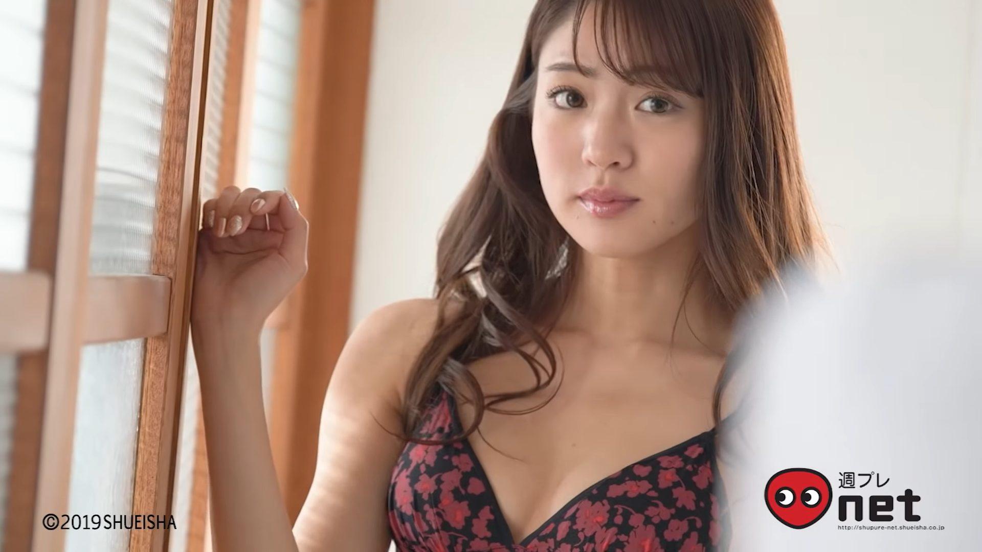 【志田友美】Aカップ2 初めての週プレ!セクシーな格好で魅了する!