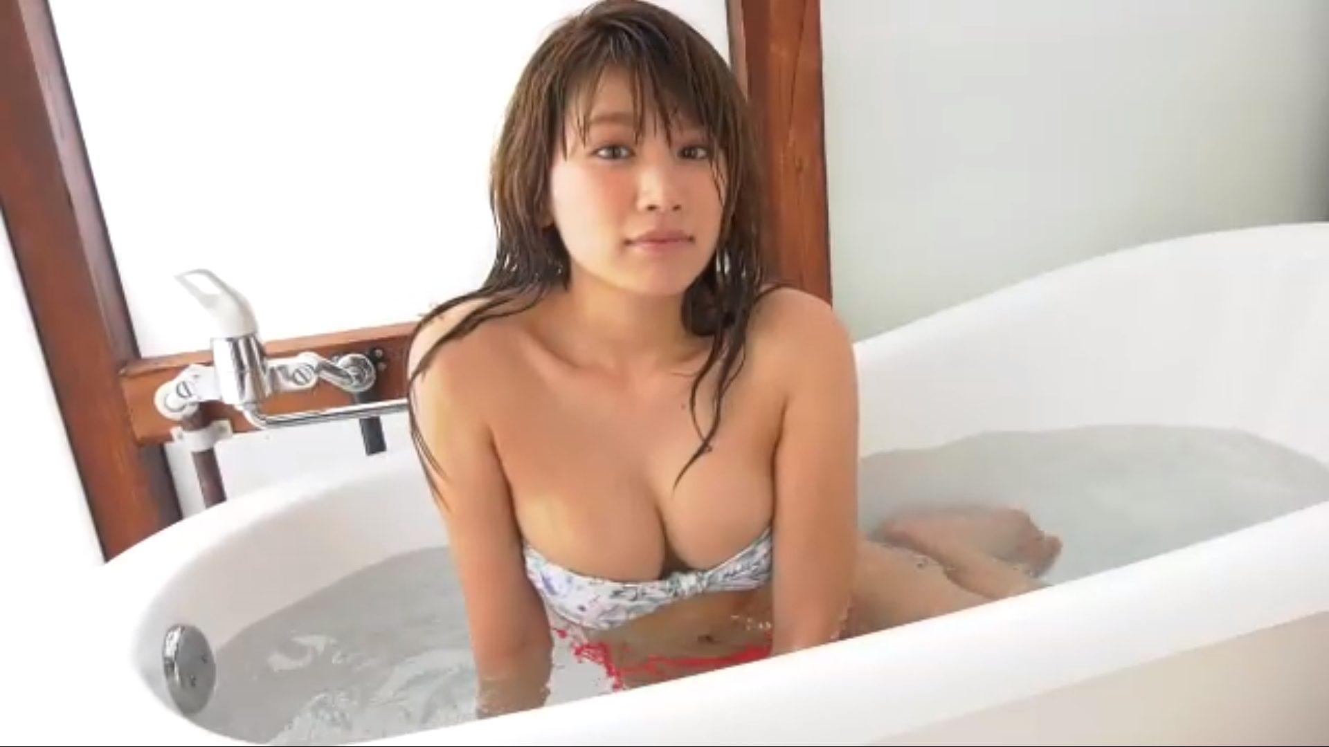 無【久松郁実】Dカップ34 愛嬌たっぷり!シャワーを浴びるシーン!