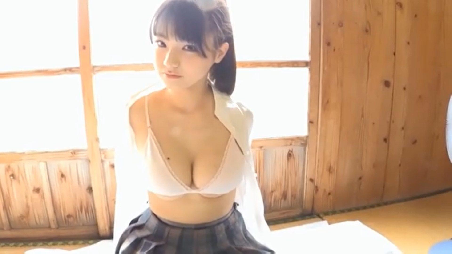 【片岡沙耶】Gカップ13 これぞ合法ロリ!?制服脱いだら下乳が出とるやないかーい!