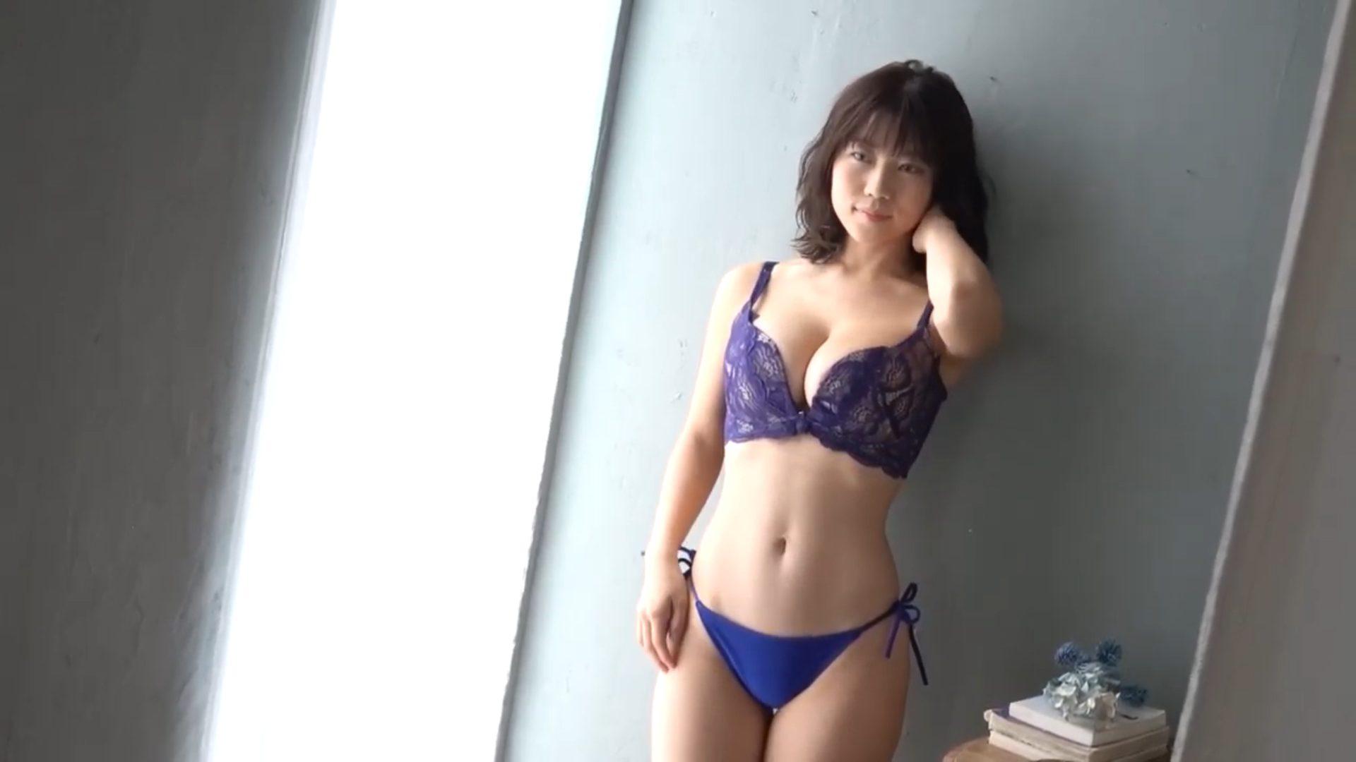 【伊織いお】Jカップ3 ファースト・トレーディングカード!動画!水着姿を披露!