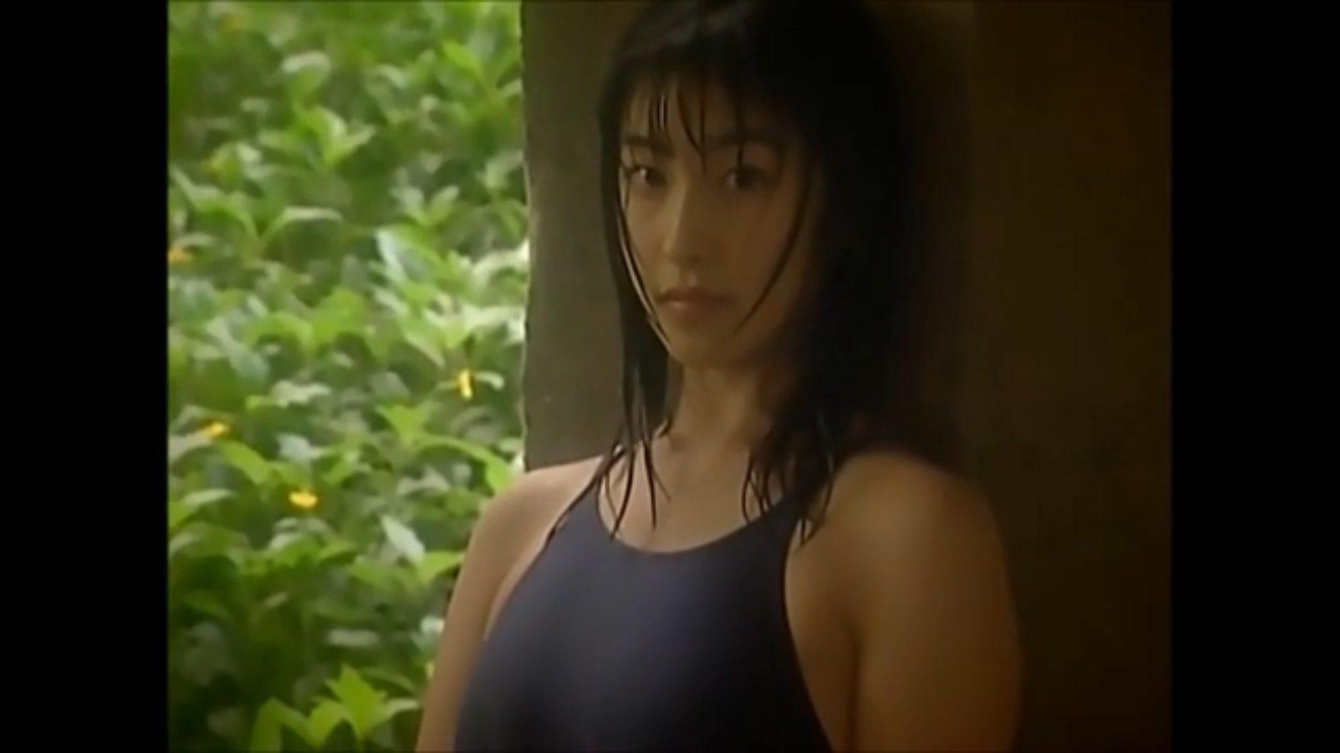 【佐藤寛子】Fカップ3 清楚な黒髪美女が水着姿を披露!しっとりと雰囲気が最高!